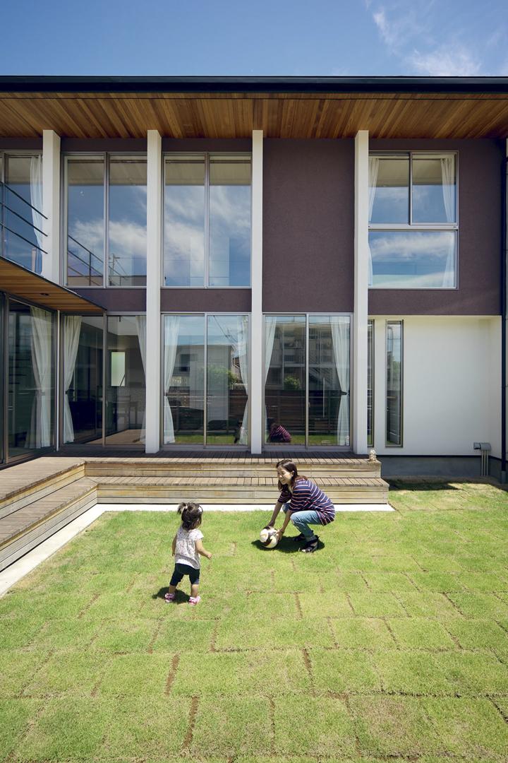 芝生で遊ぶ家_H建築スタジオ