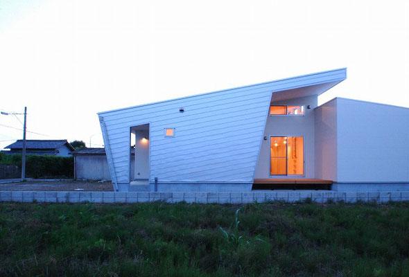 17′  n – 邸 / ひとつ天井の家